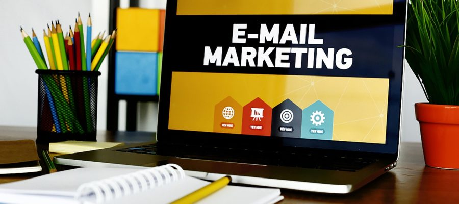 Email Marketing Laptop Desk  - ProdeepAhmeed / Pixabay